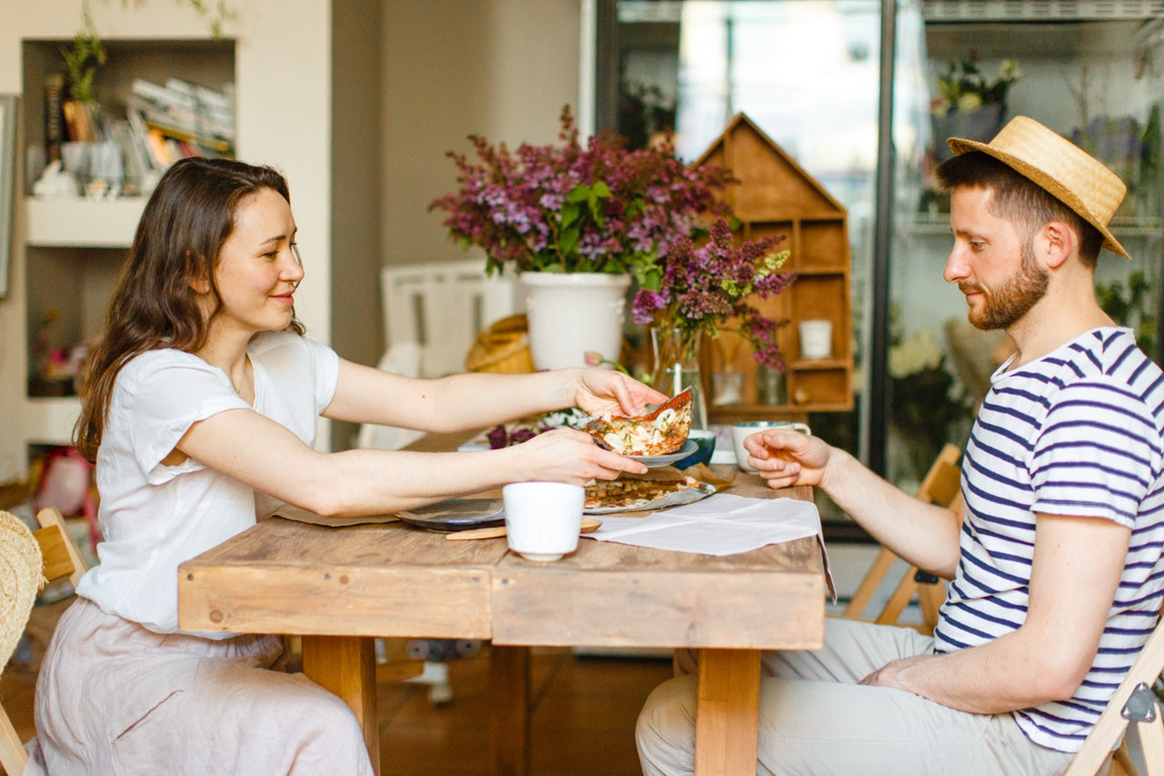Are Couples Who Eat Together Happier Together?