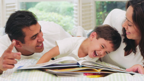 photo-family-reading